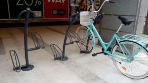 pyöräteline Oulun kävelykadulla