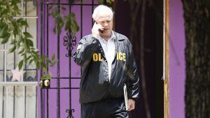 Poliisi tutki houstonilaista asuntoa saatuaan hätäpuhelun, jonka mukaan neljää iäkästä miestä olisi pidetty asunnossa vangittuina.
