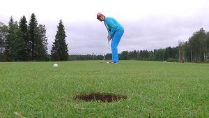 Golfaaja puttaa