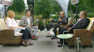 Vieraina toimittaja Roman Schatz, kirjailija Juha Vuorinen ja toimittaja Wali Hashi.