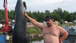 Mikko Mattila ja harmaahylje Ajoksessa