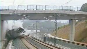Turvakameran kuva turmajunan törmäyshetkestä.