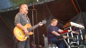 J Karjalainen esiintyy Qstockissa 2013.