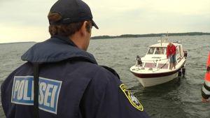 Viron ja Suomen merivartiostot yhteisessä valvontaoperaatiossa.