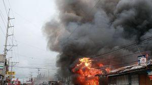 Tulipalo kadun varrella
