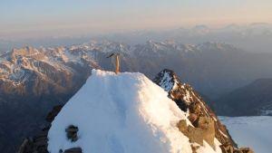 """Näin yksin vuorelle kiipeävä todistaa """"huiputuksen""""."""