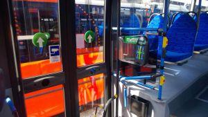 oranssi bussi sisältäpäin