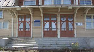 Kansallisromantiikka ja jugend -tyyli näkyvät Savonlinnan vanhassa asemassa.