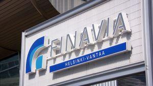 Finavian kyltti Helsinki-Vantaan lentoasemalla.