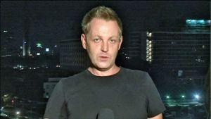 Aleksi Kalliomäki antoi tv-reportin suorana Kairosta.
