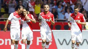 Monacon Ricardo Carvalho, Radamel Falcao, Layvin Kurzawa ja Yannick Ferreira Carasco juhlivat avausmaalia Montpellieriä vastaan.