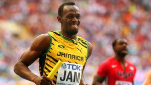 Usain Bolt juoksemassa viestiä.