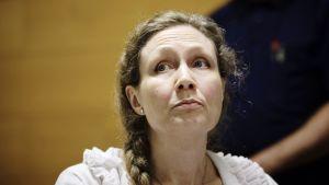 Anneli Auer kuvattuna oikeussalissa Porin oikeustalolla tiistaina 20. elokuuta 2013.