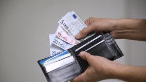 Rahaa lompakossa.