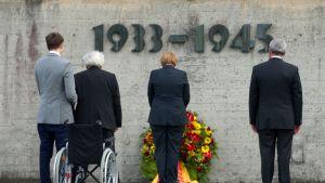 Saksan liittokansleri Angela Merkel vieraili Dachaun keskitysleirin paikalla 20.8.2013.