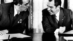Neuvostoliiton kommunistisen puolueen pääsihteerin Leonid Brezhnevin virallinen vierailu Yhdysvaltoihin 21.6.1973. Leonid Brezhnev ja Yhdysvaltojen presidentti Richard Nixon allekirjoitettuaan ydinasesopimuksen.