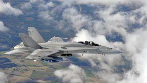 Ilmavoimien F-18 Hornet -monitoimihävittäjä.