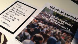 Kielletty maailma -näyttelyn julisteita.