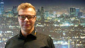 Kuvassa vuoden 2013 energialähettiläs Pentti Itkonen