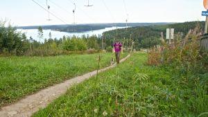 Markus Kangas on harjoitellut alppikiipeilyä Messilän laskettelurinteiden maisemissa.