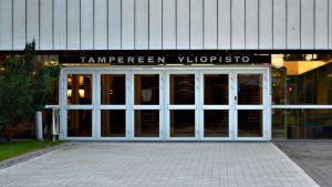 Tampereen yliopiston pääovi