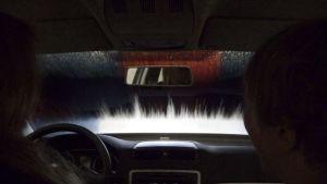 Huoltoaseman autopesussa