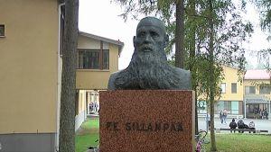 F.E. Sillanpään patsas.