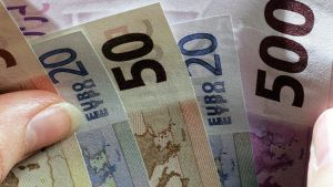 Euron seteleitä lasketaan.