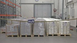 Pakkauslavat täynnä jugurttia lähdössä Venäjälle