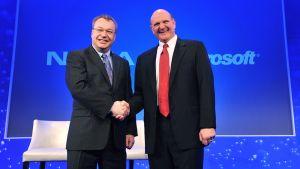Stephen Elop ja Microsoftin toimitusjohtaja Steve Ballmer kuvattuna helmikuussa 2011.