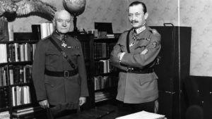 Marsalkka Mannerheim ja kenraali Rudolf Walden Mikkelin päämajassa jatkosodan aikana.