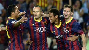 Barcelonan Adriano, Andres Iniesta, Neymar ja Lionel Messi juhlatuulella.