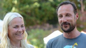 Norjan kruununprinssi Haakon ja tämän puoliso Mette-Marit.