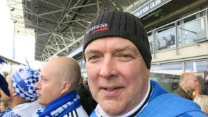 Reijo Jylhä RoPS:in fanikatsomossa.