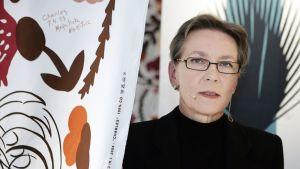 Kristiina Isola esitteli Maija Isolan suunnittelemia kankaita ja luomuksia Marimekko-talossa vuonna 2005.