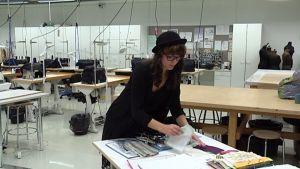 Sofia Kouvo opiskelee esiintymisasusuunnittelua Kymenlaakson ammattikorkeakoulussa