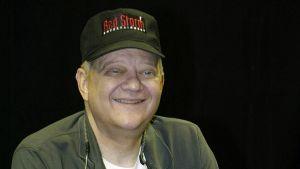 Tom Clancy kirjansa julkaisutilaisuudessa New Yorkissa elokuusssa 2003.