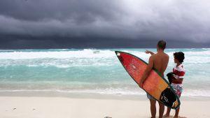Lähestyvä Karen-myrsky lähestyi Meksikon Cancunia 3. lokakuuta.