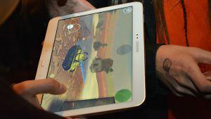 Digitaalinen peli tabletissa.
