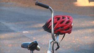 Plkupyörä ja kypärä