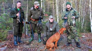 Eteläsuomalaisilla Kainuussa metsästeneellä seurueella oli saaliina teeri, metsoja ja pyy.