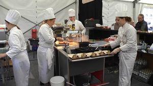 Ravintolakoulu Perhon opiskelijat