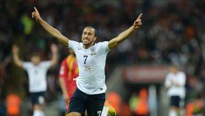 Englannin Andros Townsend juhlii maaliaan.