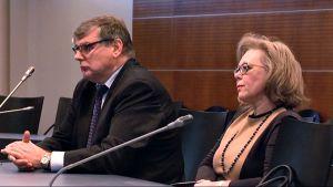 Entinen museonjohtaja Anne-Maj Salin käräjäoikeudessa 15.10.2013.