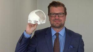 Toimitusjohtaja Tommi Brunila, Skulle Implants