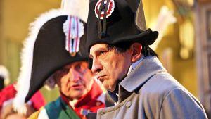 Saksin kuningasta Frederik Augustus III:ta ja Napoleonia esittävät näyttelijät Leipzigin taistelun 200-vuotisjuhlanäytöksen avajaisiltana.