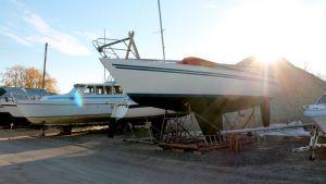 Veneitä talvisäilytyksessä Lappeenrannan satamassa.