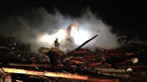 Kihniössä tulipalossa tuhoutuneen sikalan rauniot.