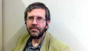 Markku Varis työskentelee äidinkielen ja kirjallisuuden pedagogiikan yliopistonlehtorina Itä-Suomen yliopistossa