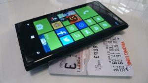 älypuhelin ja maihinnousukortti
